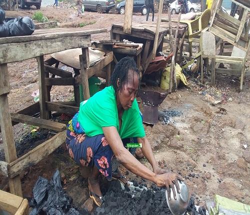 Conakry: l'actrice Bébé Sodia perd biens et vivres dans un incendie