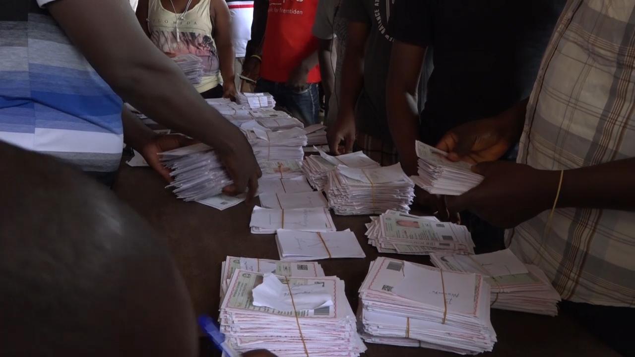 Présidentielle du 18 octobre: la distribution des cartes d'électeurs continue à Matoto