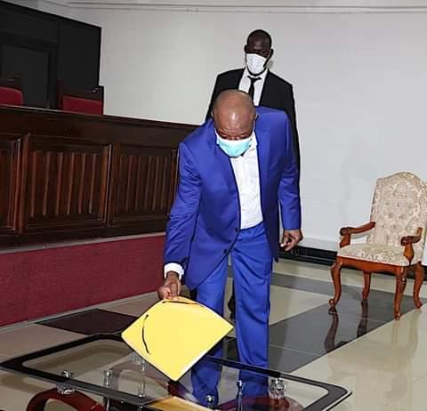 Presidentielle du 18 octobre : Alpha Condé a déposé son dossier de candidature